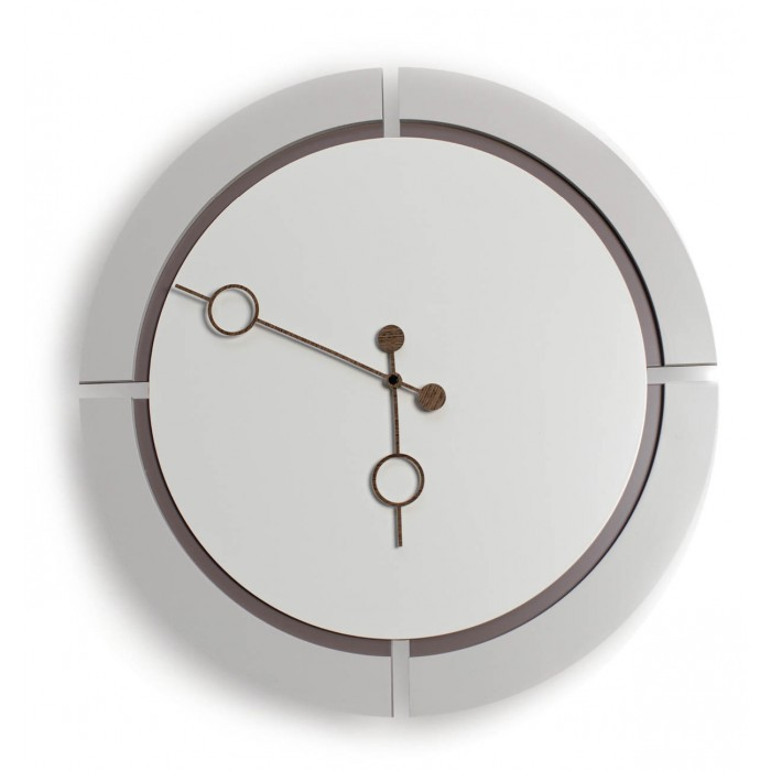 ROUND CLOCK ON LACQUERED WOOD WALL