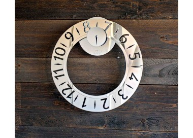 Wall clock made of plexiglass mirror in silver colour